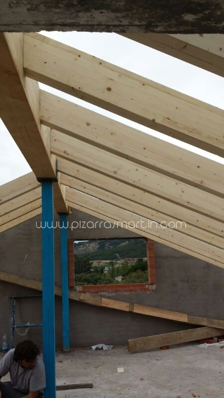 Pizarras mart n cubiertas pizarra tejados de pizarra for Tejados de madera y pizarra